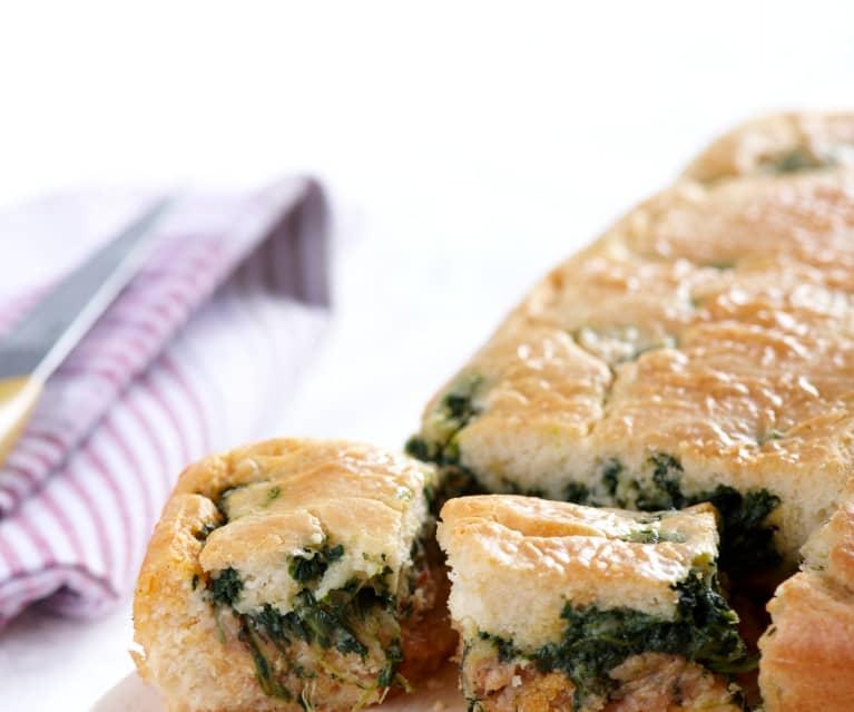 Empanada de salchicha con espinacas