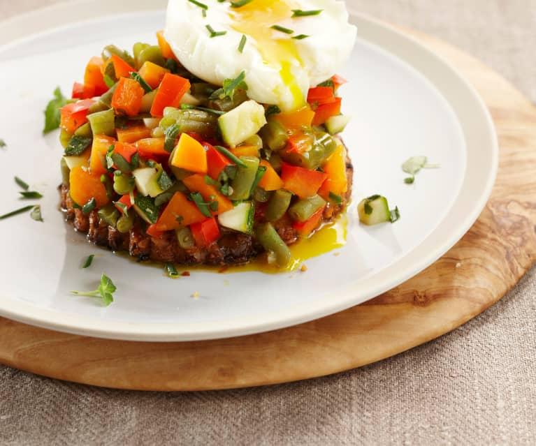 Œuf mollet sur sablé et son tartare aux légumes