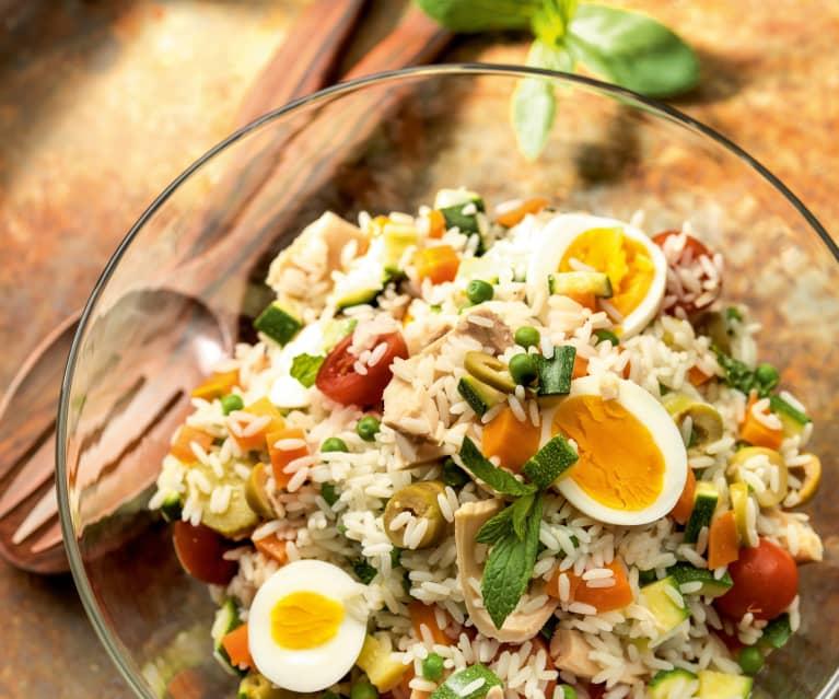 Ensalada de arroz con huevos y atún