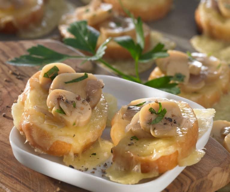 Crostini met champignons en fontinakaas