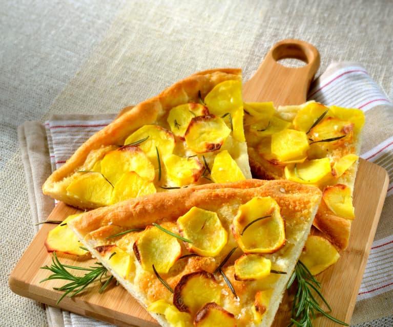 Focaccia mit Kartoffeln und Rosmarin