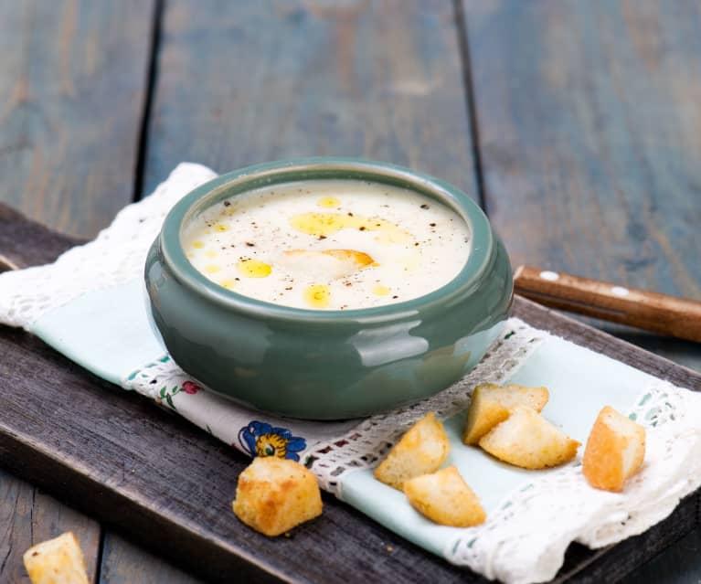 Květáková polévka s krutony