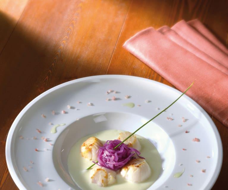 Capesante su purea di sedano rapa con verza croccante